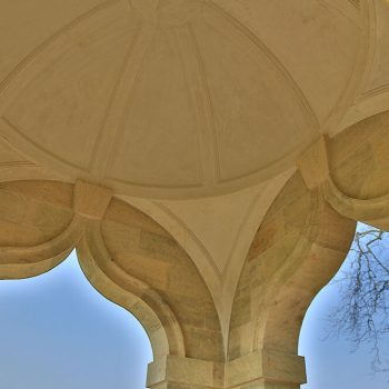 Private-Memorial-in-West-Sussex-Sandstone-and-Basalt-dome-(2)