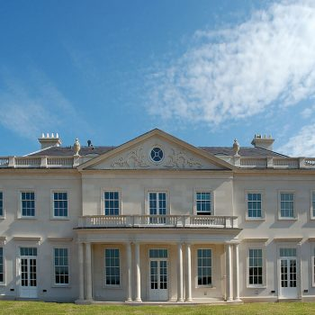 private-country-house-in-hampshire-in-moca-creme-portuguese-limestone-(2)