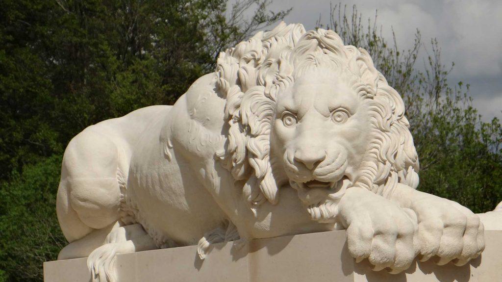 Main-Crouching-Canova-Lion-in-Massangis-limestone