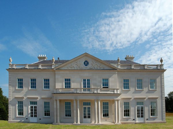 Private-Country-House-in-Hampshire-in-moca-creme-portuguese-limestone