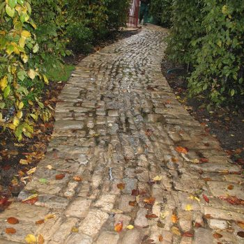Cobbled-Garden-Path-in-reclaimed-French-cobbles