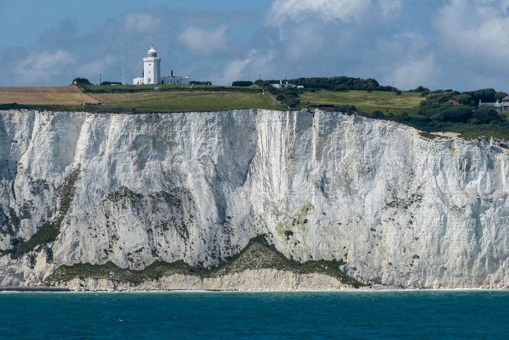 Dover_cliffs,_South_Foreland_Lighthouse