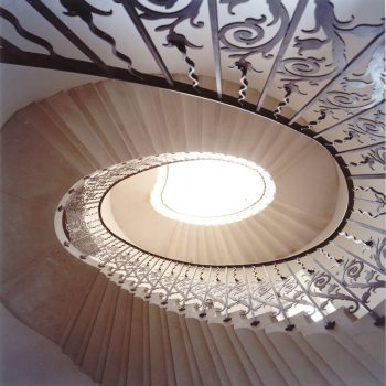 Eliptical-Cantilevered-Portland-Stone-Staircase-(2)