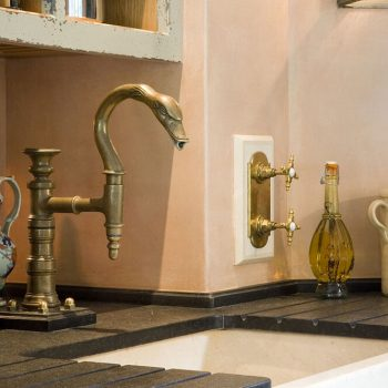 Private-Residence,-Butler-Sink-in-Crema-Marfil