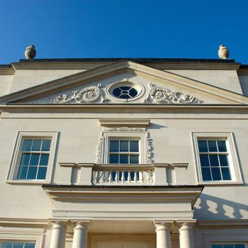 private-country-house-in-Hampshire-in-moca-creme